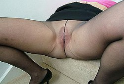 Exhib sa chatte chatte en collants