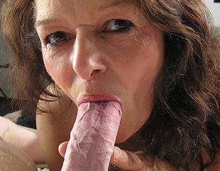 Femme mature suce et baise