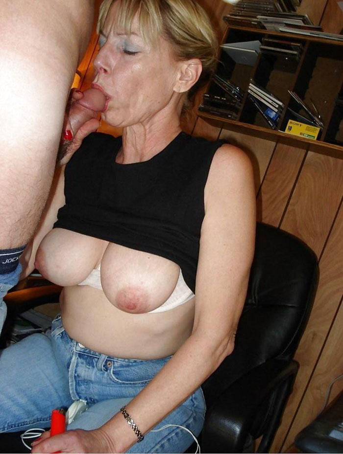 femme mature qui suce belle cougar salope