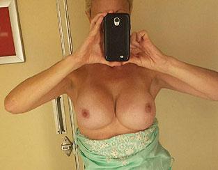 Selfie nue femme Cougar