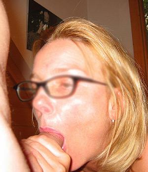 Taille une pipe à son mari