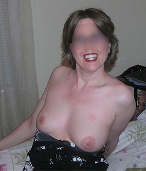 Les beaux seins durs de Sandrine, femme libertine à Paris