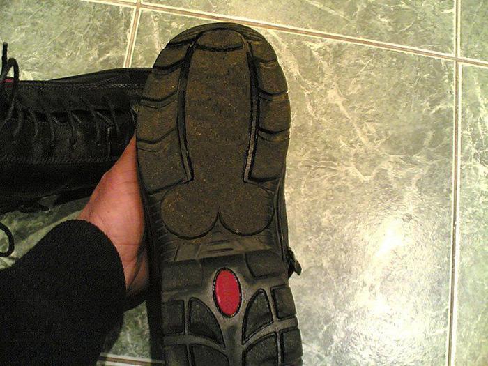 Semelle chaussure : empreinte en forme de bite