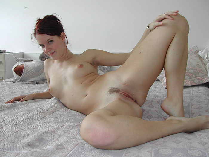 Exhibe sa belle chatte