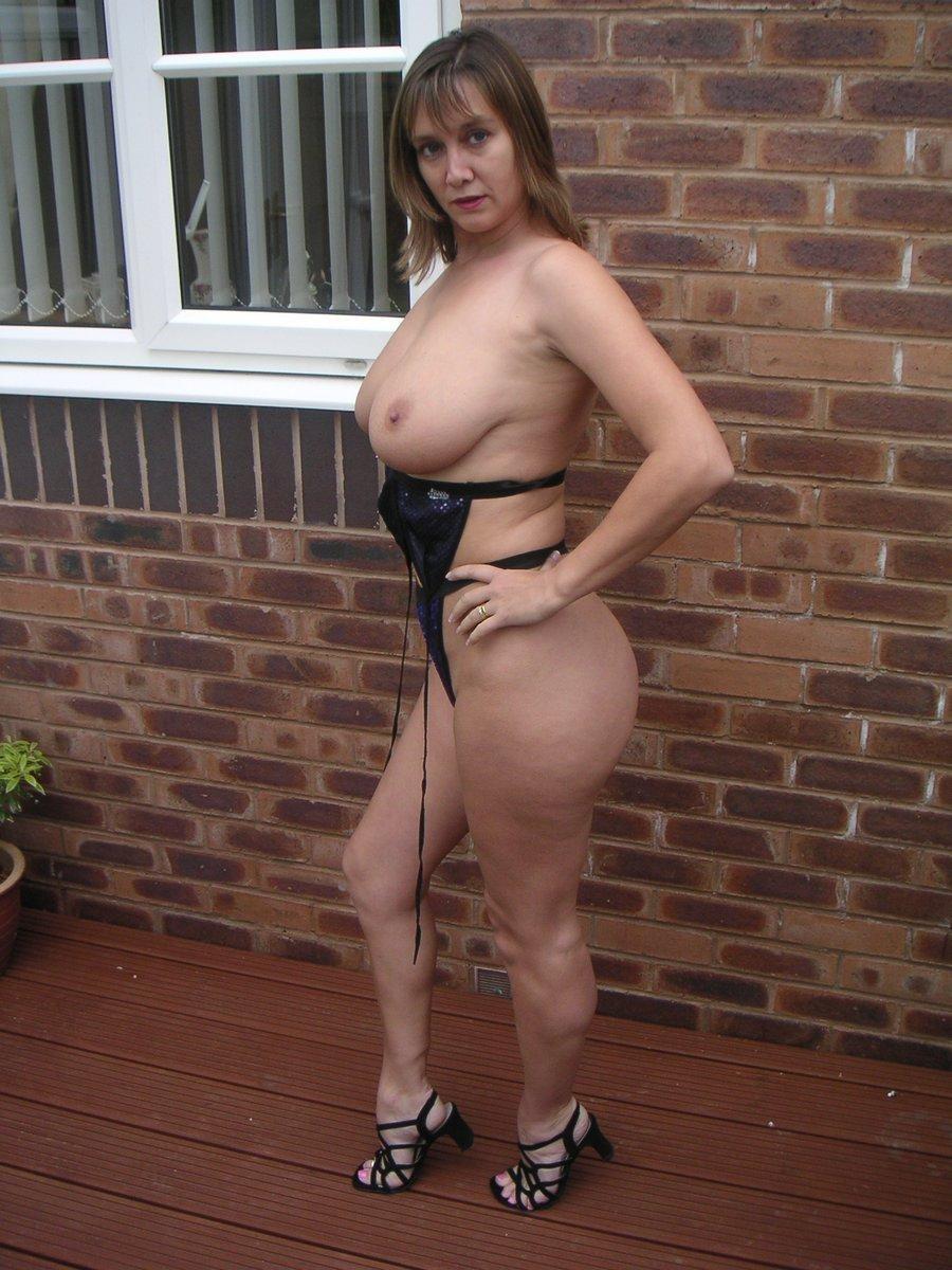 Gros seins vu de profil en Bikini