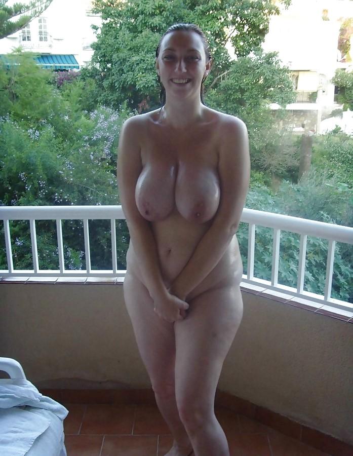 Fille ronde gros seins