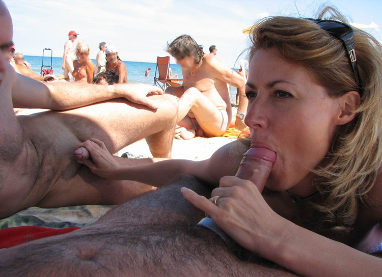 Suce et branle sur la plage