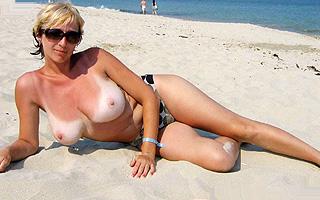 Mature gros seins à la plage