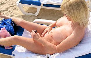 Femme mature - Sexe plage