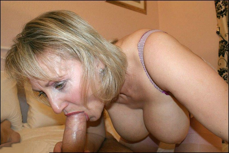 Cougar salope suce bien