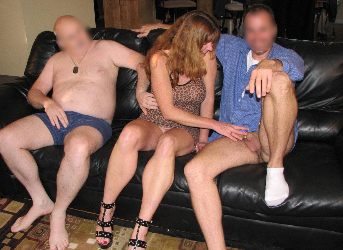 Masturbation sur le canapé