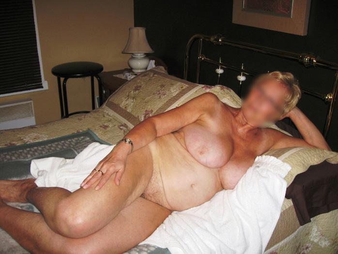 Femme retraitée pose nue et cherche un libertin