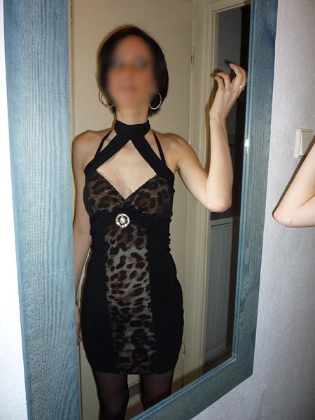 Femme libertine prête pour une sortie en club